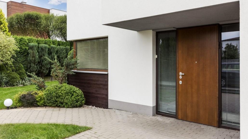 Pose de porte d'entrée bois Nantes La Baule